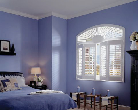 Bedroom curved shutter