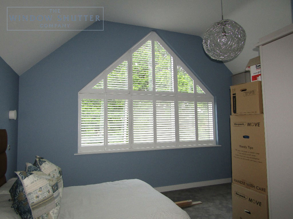 Shaped shutters Boston Premium bedroom 2 new build Bracknell Berkshire 0619 after