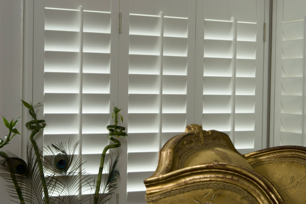 How do I choose the right louvre width for my shutters