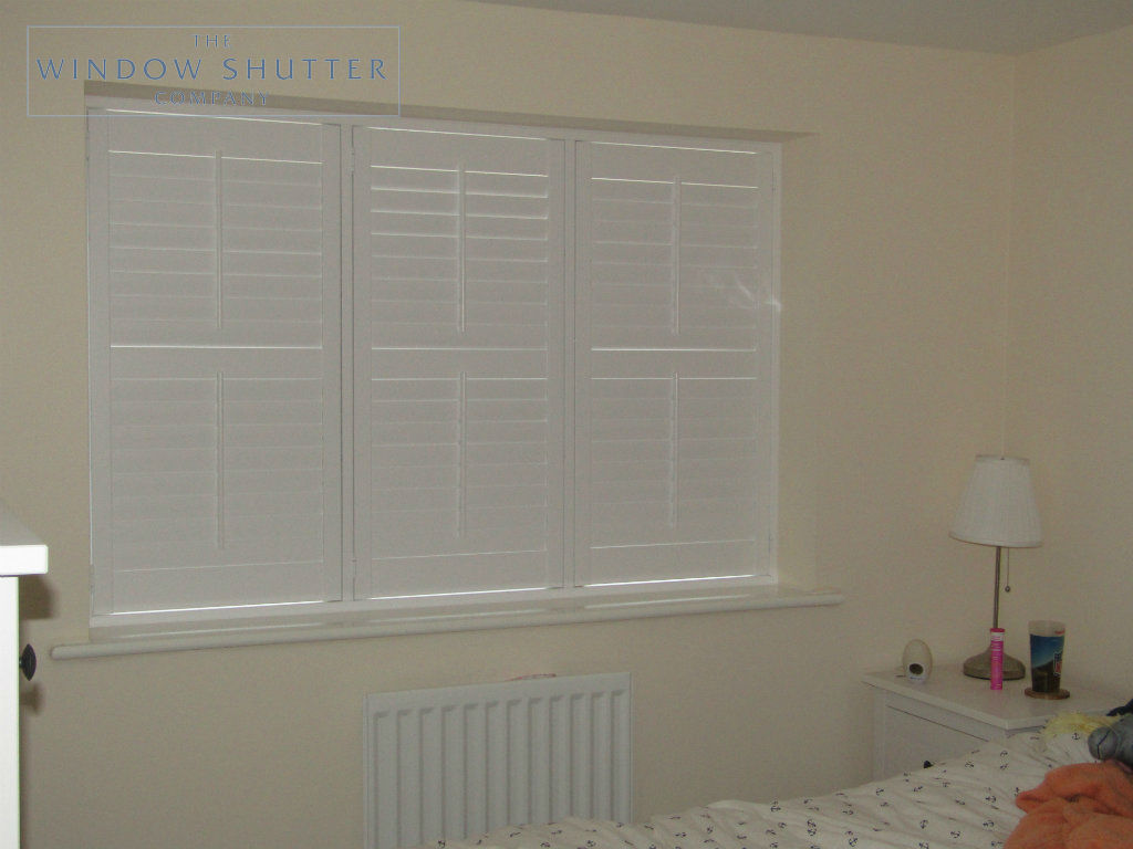 Full height mid rail shutter Seattle Pure White 63mm tilt rod straight window bedroom new build Horsham 1 1116
