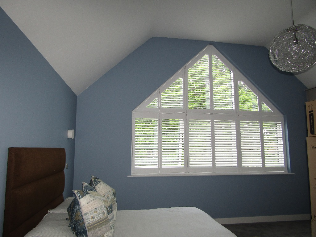 Shaped shutters Boston Premium bedroom new build Bracknell Berkshire 0619